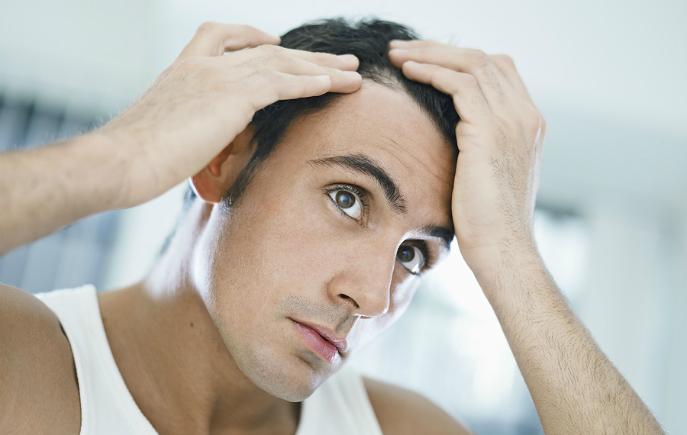 Дали треба да бидеме загрижени ако се појават бели влакна на косата пред 30 тата