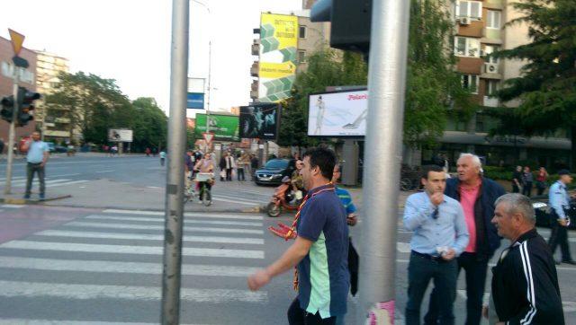 Неколку граѓани повредени во немирите во Собрание   итно пренесени во Градска