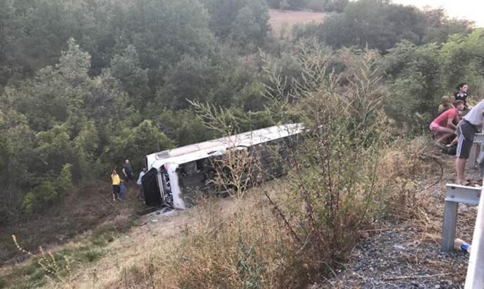 Се извлекува автобусот од несреќата кај Велес   сликата уште сведочи за трагедијата