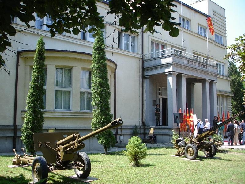 Специјални оружја и опрема  фотографии и документи изложени во Воениот музеј по повод Денот на АРМ