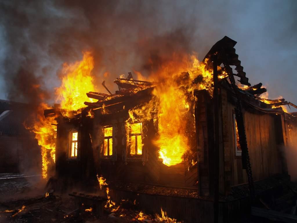 Пожар во напуштена куќа во Скопје