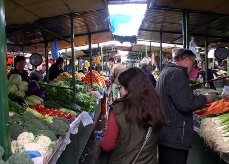 Снегот и студот го земaат данокот   растат цените на зелените пазари