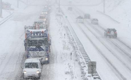 Снегот го затвори граничниот премин Богородица   70 камиони чекаат на граница