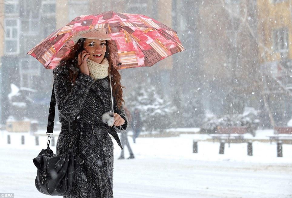 УХМР  Викендот ќе донесе нови врнежи од снег и дожд