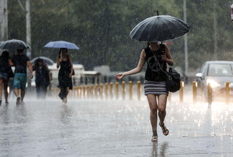 Паѓаат температурите  но носат и дожд   еве какво време не очекува наредните денови
