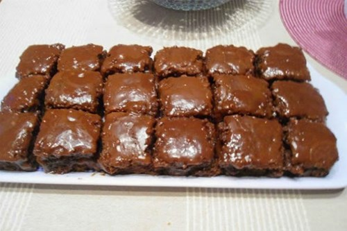Екстра брз и едноставен чоколаден колач