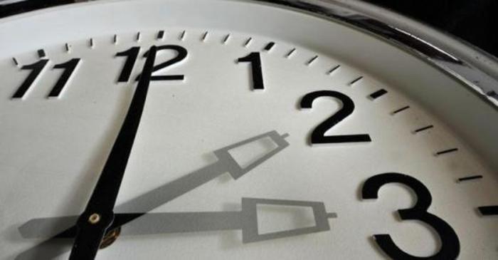 Викендов се поместуваат стрелките на часовникот