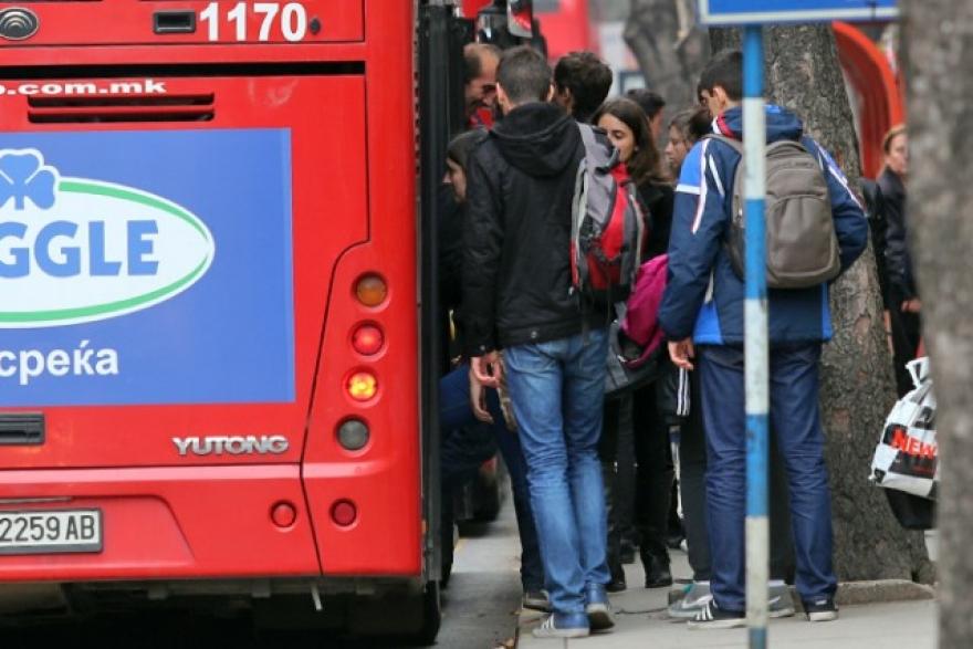 Не треба да им стануваме на пензионерите во автобус