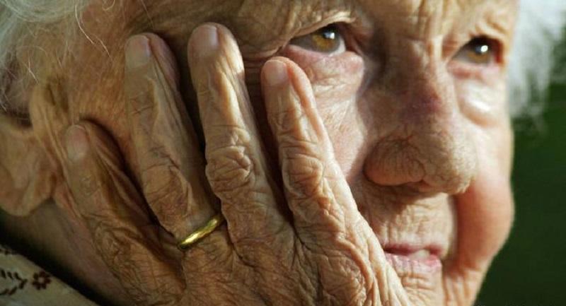 Старица од Скопје раскажува  Јас ги родив  ги чував  ги школував  кога требаше тие мене да ме чуваат ме оставија во дом за стари лица