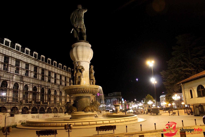 Градот ќе ги урива  Воинот на коњ    Порта Македонија  и  Филип Втори