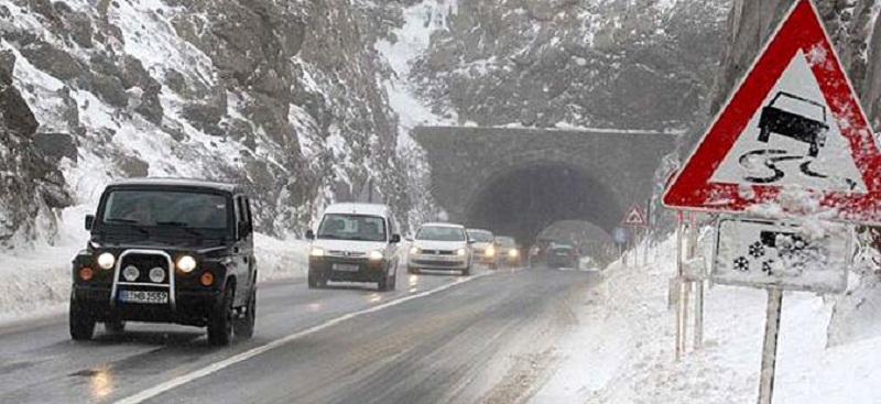 Сообраќајот отежнат  прекини и забрани на дел од патиштата