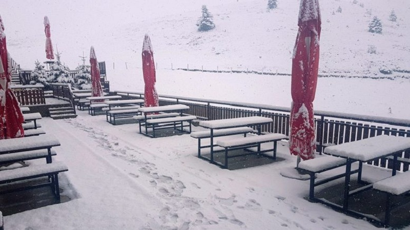 Снежна покривка во Маврово  Крушево и во Лазарополе