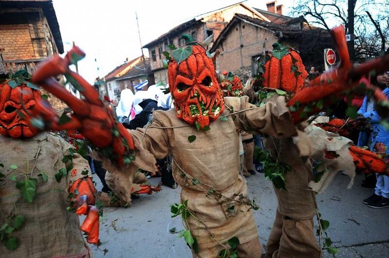 Викендов  патиштата водат кон Вевчани   започнува Вевчанскиот карневал