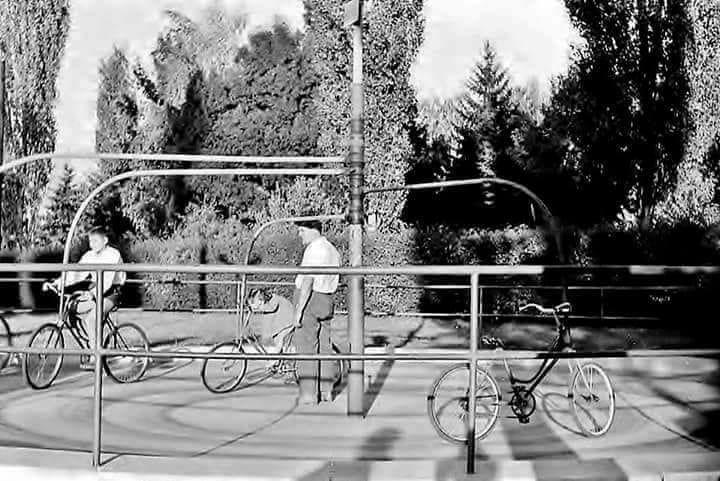 Едно кругче 5 динари  Вртелешка со велосипеди во Градски парк