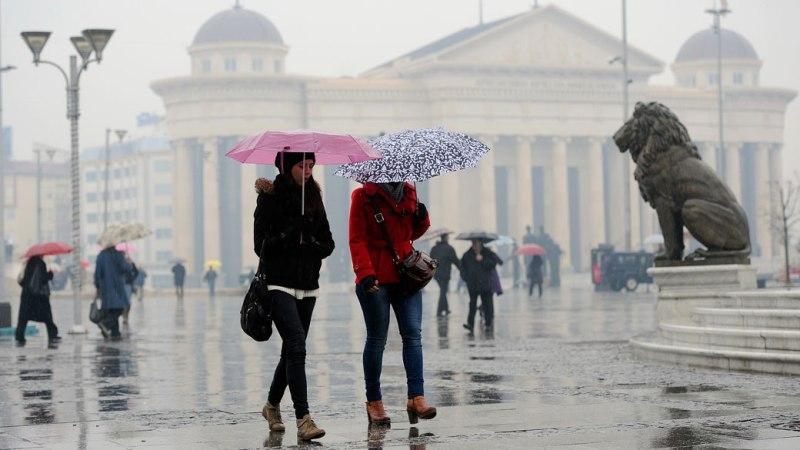 Големи температурни промени проследени со пороен дожд  грмежи и засилен ветар