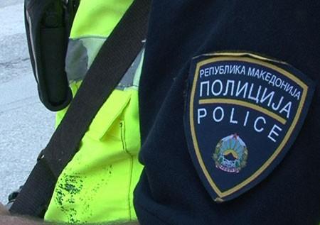 Тепачка во Скопје   полицајци нападнати со нож и уништен автомобил